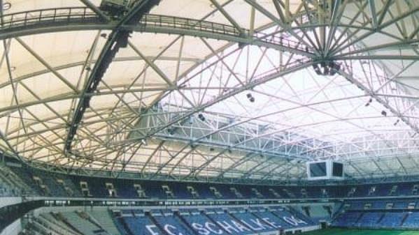 Fotbalový stadion v Gelsenkirchenu, kde bude své zápasy hrát i česká reprezentace.