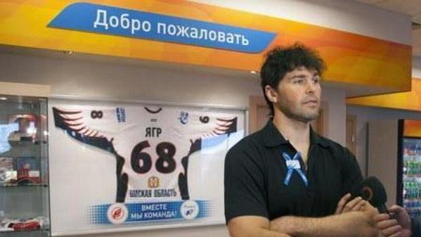 Jaromír Jágr při otevření čerpíce stanice poblíž Omsku.