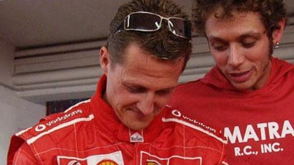 Pilot formule 1 Michael Schumacher a motocyklový závodník Valentino Rossi.
