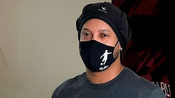 Ronaldinho má covid-19