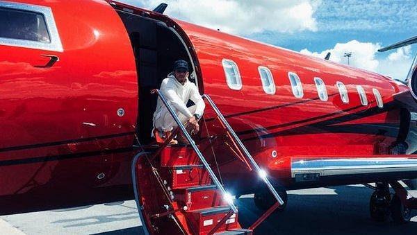 Lewis Hamilton donedávna užíval své soukromé letadlo.