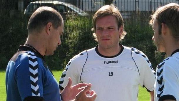 Filip Dort (uprostřed) na tréninku jihlavských fotbalistů.