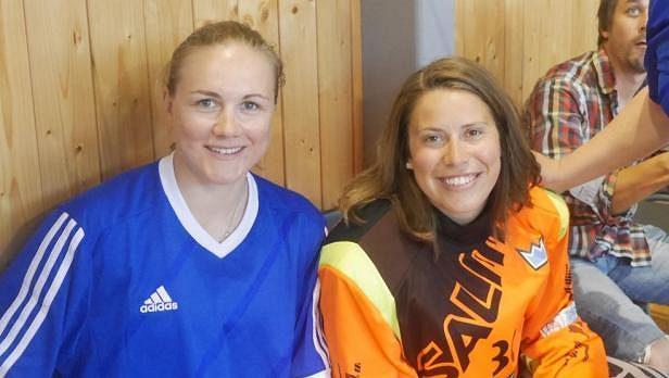 Karolína Erbanová (vlevo) a Eva Samková se potkaly při florbalové benefici v Benátkách nad Jizerou.