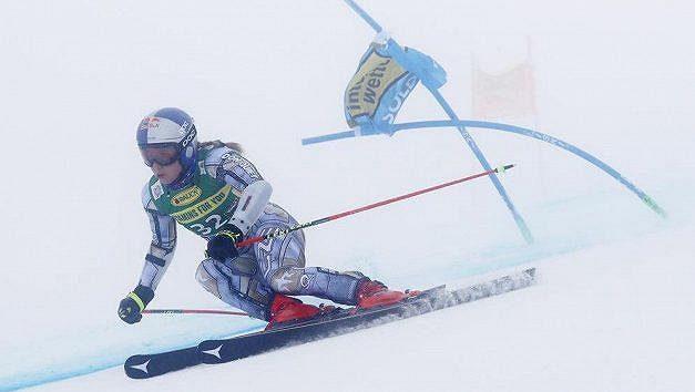 Ester Ledecká na trati obřího slalomu v rakouském Söldenu.