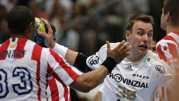Filip Jícha střílí gól madridskému Atlétiku.