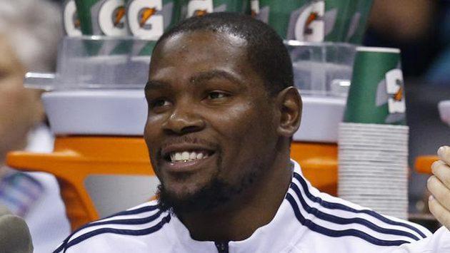 Basketbalista Oklahomy Kevin Durant (vlevo).