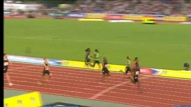 Kirani James běží pro vítězství na mítinku Diamantové ligy v Londýně.