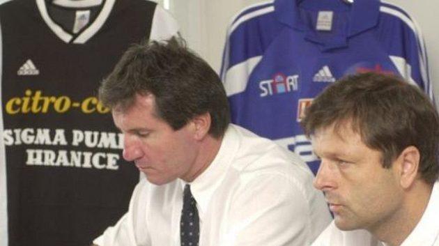 Předseda představenstva fotbalové Olomouce Josef Lébr (vpravo) a bývalý ředitel klubu Jiří Kubíček ještě v dobách,kdy oba aktéry projednávané kauzy pojilo přátelství.