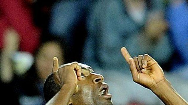 Sparťan Léonard Kweuke se raduje z gólu proti Olomouci.