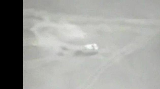 Vůz Cesara Zuleta zmizel v oblaku prachu a písku.