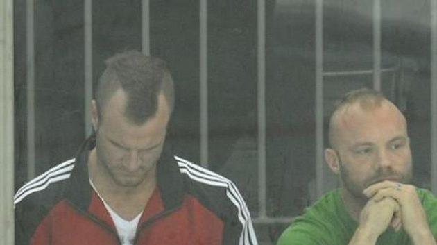 Hokejoví bitkaři ve službách Čechova Jeremy Jablonski a Christopher Brennan