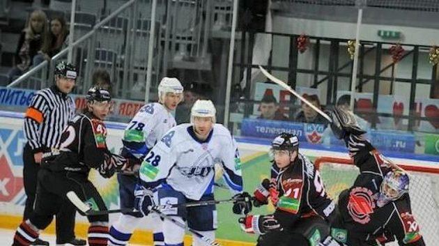 Hokejisté Omsku v zápase s Nižněkamskem