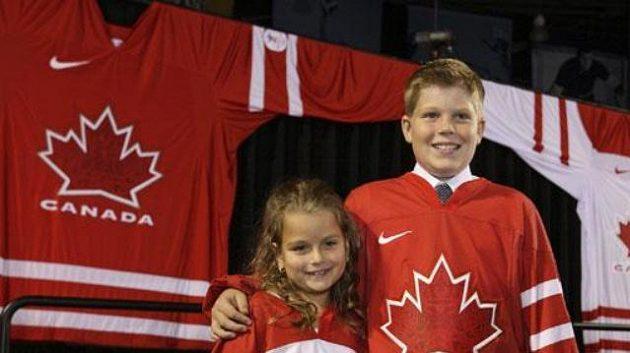 Malí dobrovolníci prezentují nové dresy kanadské reprezentace
