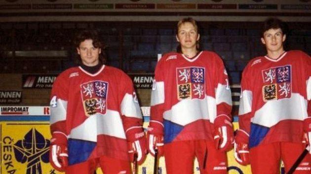 Legendární kladenská Blue Line Otakar Vejvoda, Pavel Patera a Martin Procházka v reprezentačních dresech.