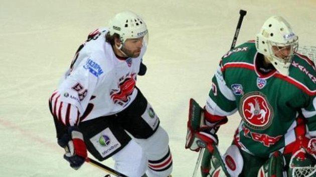 Jaromír Jágr před brankářem Kazaně Galimovem