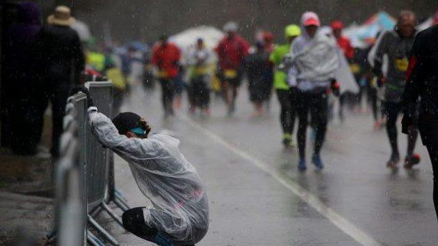 Thajský běžec zkolaboval pár metrů před cílem
