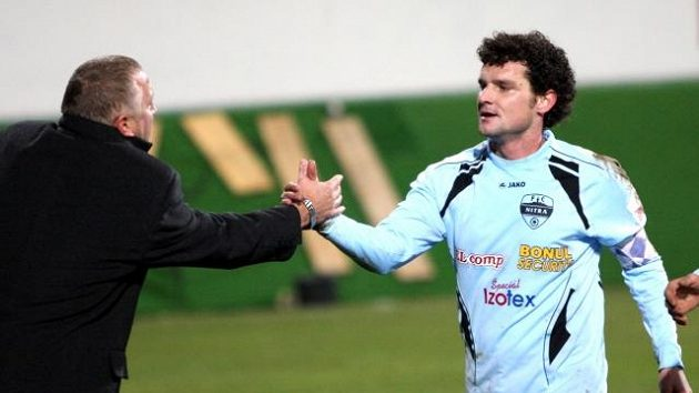 Fotbalista Ivan Hodúr (vpravo) a trenér Ivan Vrabec