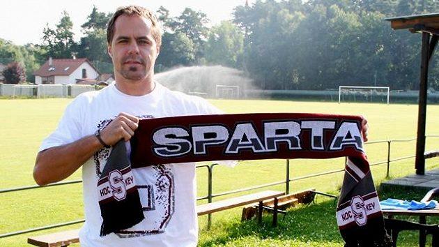 Tomáš Rolinek posílí hokejovou Spartu.