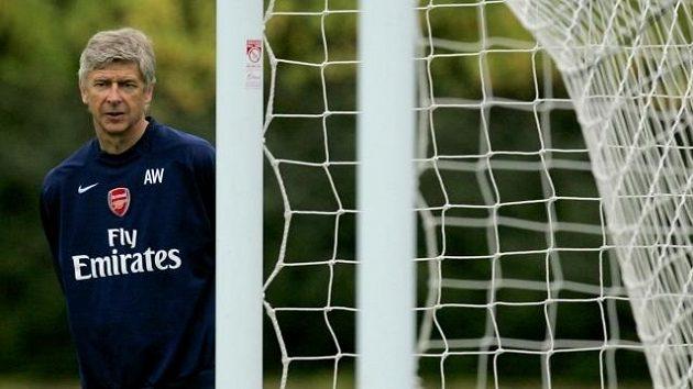 Trenér Arsenalu Arséne Wenger chce Robina Van Persieho udržet za každou cenu.