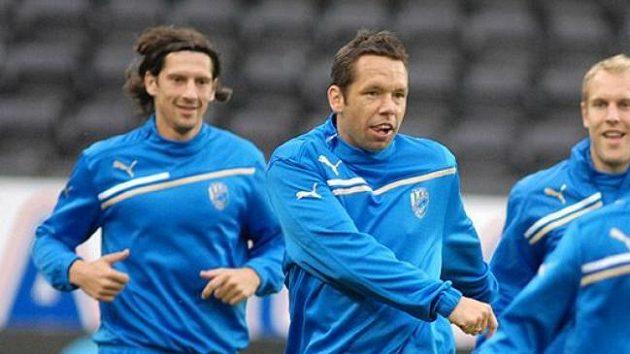 Plzeňský kapitán Pavel Horváth (druhý zleva) vede svůj tým v nové sezóně zatím jen k výhrám. V sobotu s ním vyráží na domácí scéně za obhajobou titulu.