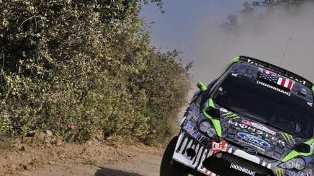 Ken Block s vozem Ford Fiesta WRC při přípravě na Portugalskou rallye.