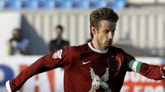 Zkušený záložník Rubinu Kazaň Sergej Semak.