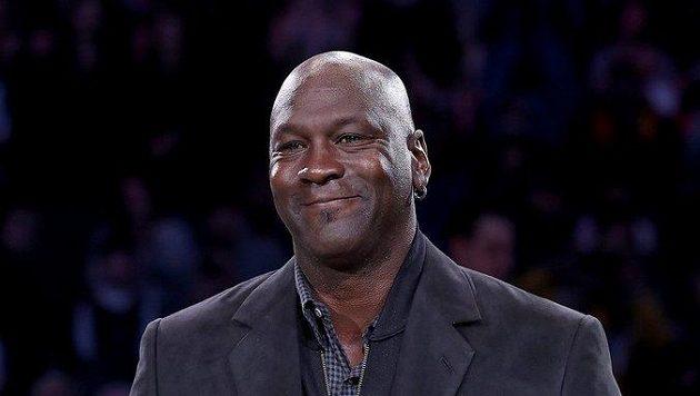 Legendární basketbalista Michael Jordan věnuje na obnovu Baham milion dolarů.