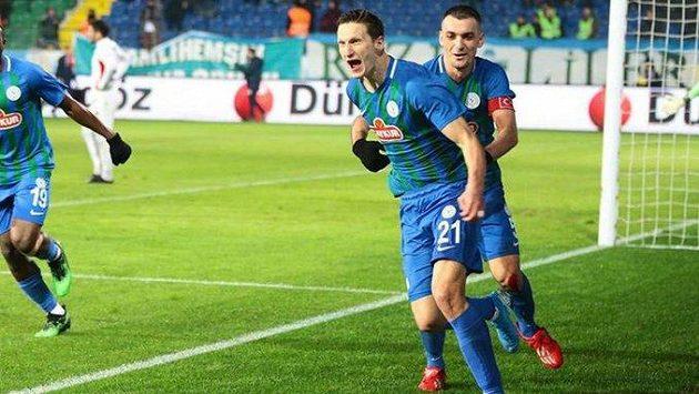 Milan Škoda oslavuje gól proti Besiktasi, Rizespor ale v tomto utkání zkraje února prohrál.