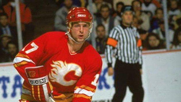 Jiří Hrdina si v dresu Calgary, vítězů Stanley Cupu, zahrál v Praze.