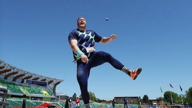 Americký koulař Ryan Crouser, nový světový rekordman.