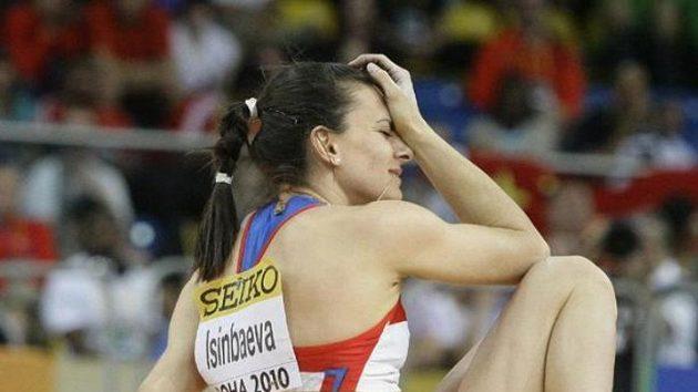 Zklamaná Jelena Isinbajevová po výpadku na halovém šampionátu v Dauhá.
