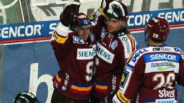 Hokejisté Sparty Tomáš Netík (vlevo) a Tibor Melichárek - ilustrační fotografie.