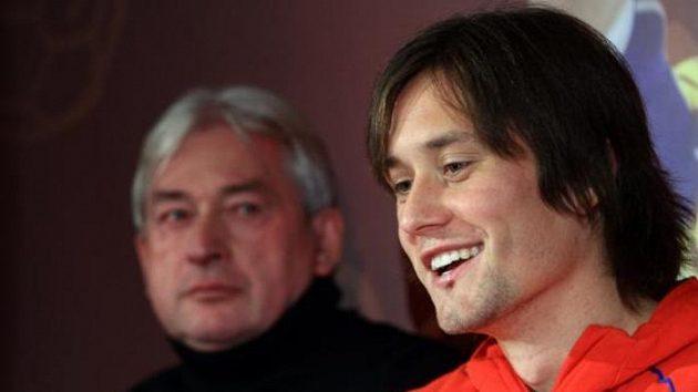Kapitán reprezentace Tomáš Rosický (vpravo) se svým agentem Pavlem Paskou