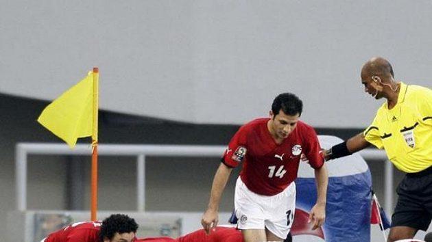 Fotbalisté Egypta oslavují gól v utkání proti Nigérii.