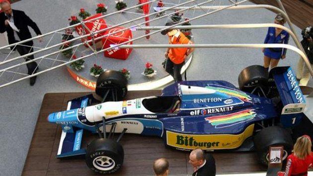 Monopost Benneton-Renault B195, s nímž Michael Schumacher vyhrál svůj druhý titul mistra světa.