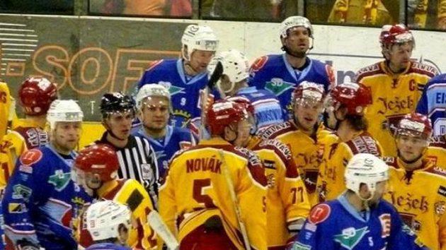 Hokejisté Jihlavy a Chomutova