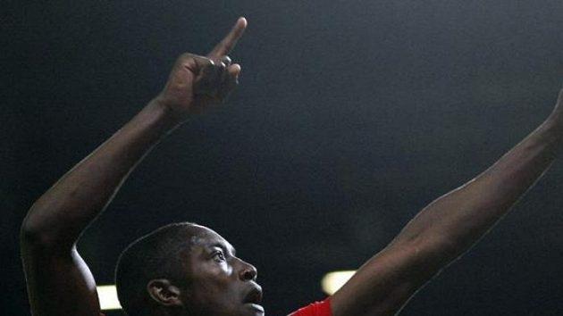 Fotbalista Manchesteru United Danny Welbeck oslavuje gól proti Wolverhamptonu.