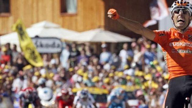 Mikel Astarloza se raduje z vítězství v etapě Tour de France.