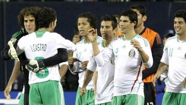 Radost fotbalistů Mexika z postupu do finále Zlatého poháru