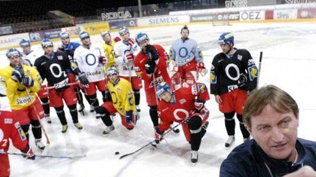 Trenér Alois Hadamczik se svými svěřenci při tréninku hokejové reprezentace.