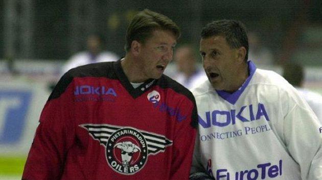 Finská legenda Jari Kurri (vlevo) s bývalým spoluhráčem z Edmontonu Jaroslavem Pouzarem. Archivní fotografie.