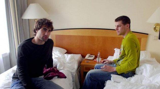 Petr Hubáček (vpravo) a Zbyněk Irgl na pokoji v hotelu Radisson v Rize
