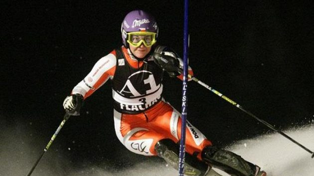 Šárka Záhrobská na trati slalomu ve Flachau