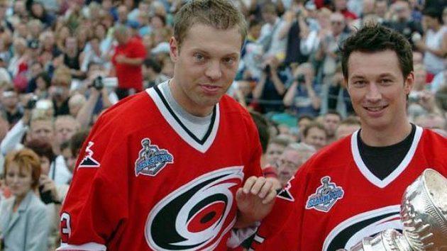 František Kaberle (vpravo) a Josef Vašíček se Stanley Cupem