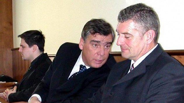 Jaroslav Hastík (vpravo) se svým obhájcem