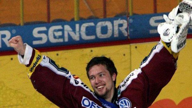 Tomáš Duba na snímku z roku 2007 se raduje ze zisku titulu s pražskou Spartou.