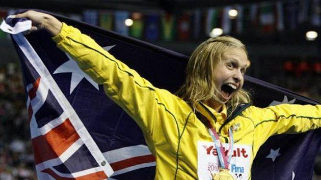 Lisbeth Lentonová z Austrálie oslavuje jeden ze svých pěti triumfů na nedávném MS.