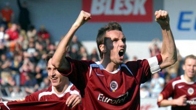 Tomáš Sivok (uprostřed) ještě jako kapitán Sparty.
