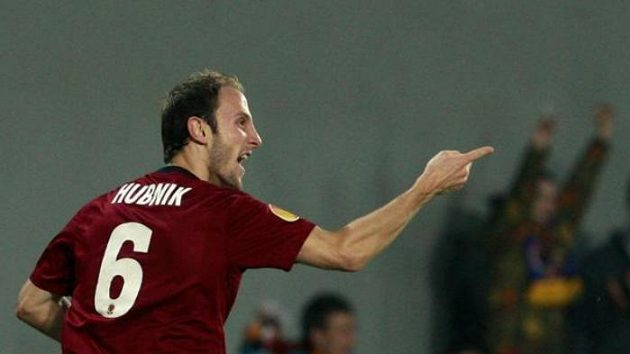 Sparťan Roman Hubník se raduje z gólu v utkání proti Kluži.
