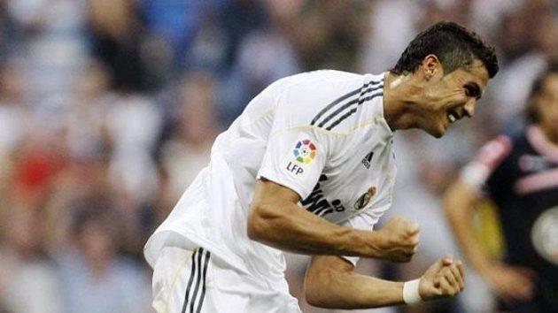 Cristiano Ronaldo oslavuje svůj gól v dresu Realu Madrid
